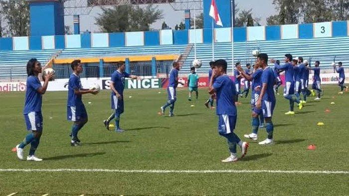 Plus Minus Ditundanya Laga Persib Vs Arema FC Menurut Gelandang Maung Bandung