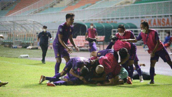 Pemain Persik Kediri saat merayakan gol ke gawang Borneo FC, Jumat (10/9/2021) di Stadion Pakansari Bogor Jawa Barat