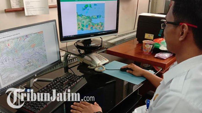 BMKG Juanda Sebut 20 Wilayah Ini Perlu Waspada, Malam Tahun Baru 2020 Jatim akan Diguyur Hujan