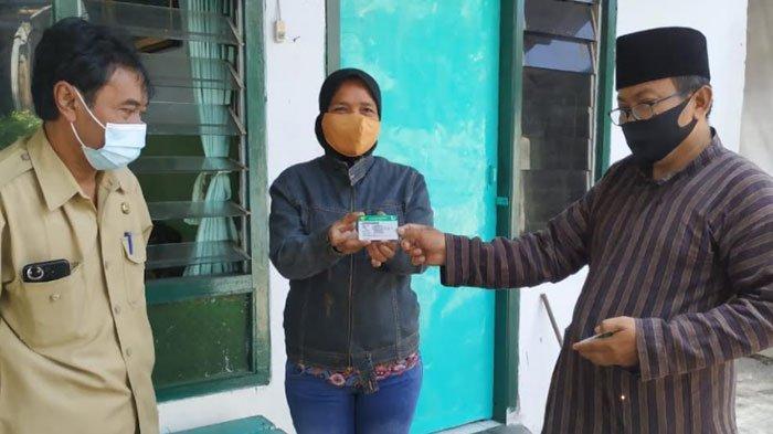 12.271 KIS Dibagikan Secara Door to Door kepada Warga Penerima Manfaat di Kota Kediri