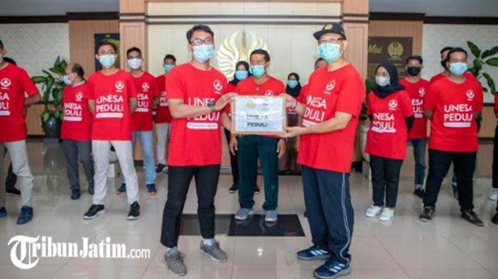 Unesa Melalui SMCC Kirim 16 Mahasiswa ke Jombang dan Nganjuk, Bantu Korban Bencana Banjir