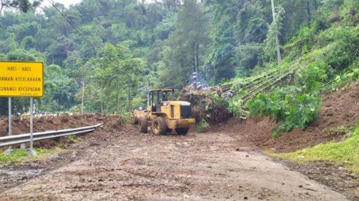 Jalur Batu-Kediri Tutup Total, Akibat Longsor Susulan Terjadi di Ngeprih Kecamatan Pujon