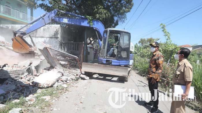 Pantau Pembongkaran Bangunan untuk Frontage Road Sidoarjo, Bupati Gus Muhdlor Tanggapi Soal Polemik