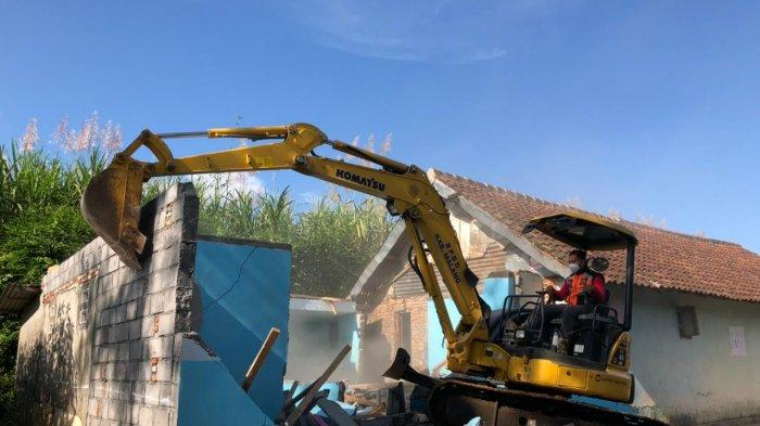 Eks Lokalisasi Girun di Gondanglegi Malang Dibongkar PT KAI