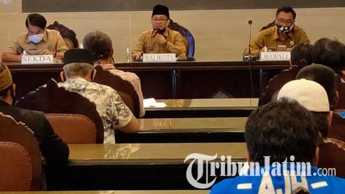 Geruduk Balai Kota Malang, Puluhan Sopir Angkot Minta Kejelasan soal Penyaluran Bansos Covid-19