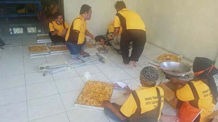 Pemkab Beri Pelatihan Menjahit dan Membuat Kue untuk Puluhan Penyandang Disabilitas di Pasuruan