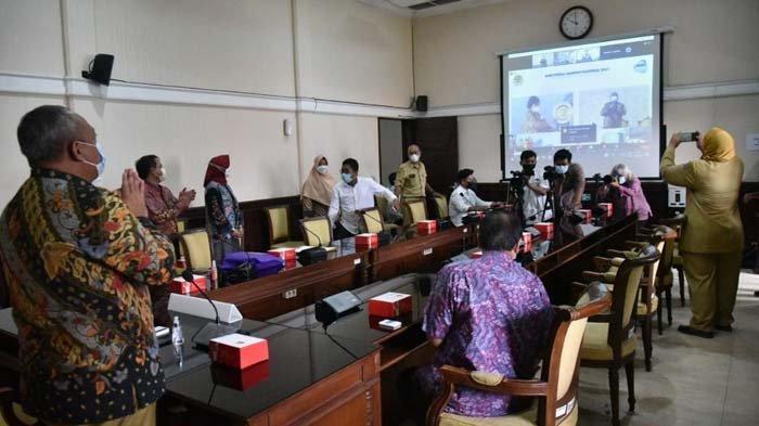 Kinerja Pengurangan Sampah Sukses, Kota Surabaya Dapat Penghargaan dari KLHK