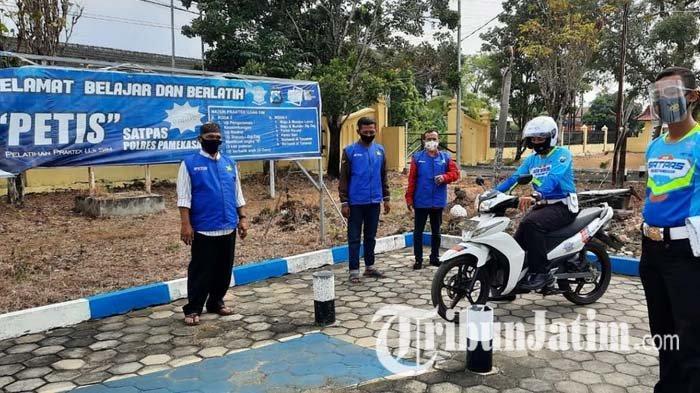 Satlantas Polres Pamekasan Luncurkan Program PETIS, Layanan Pelatihan Uji SIM Praktik Gratis