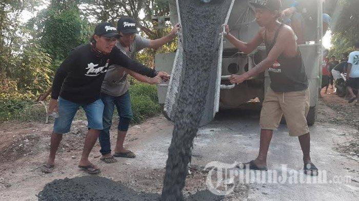Puluhan Tahun Jalan Rusak, Pemuda Ujung Pangkah Gresik Iuran hingga Rp 7 Juta untuk Memperbaikinya