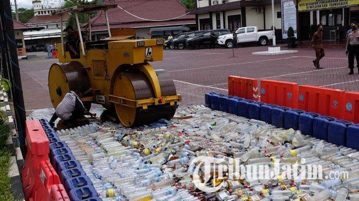 Polres Trenggalek Musnahkan Ribuan Liter Miras dan Pil Dobel L di Penghujung Tahun