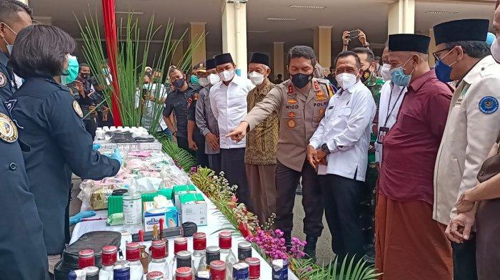 Gandeng Tokoh Agama, Kapolda Jatim Musnahkan Ribuan Miras dan Narkotika Jelang Ramadan.