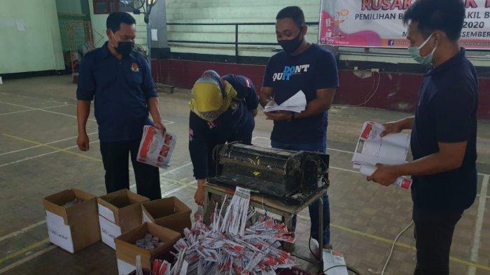 KPU Kabupaten Mojokerto Musnahkan Surat Suara Rusak Pakai Mesin Penghancur