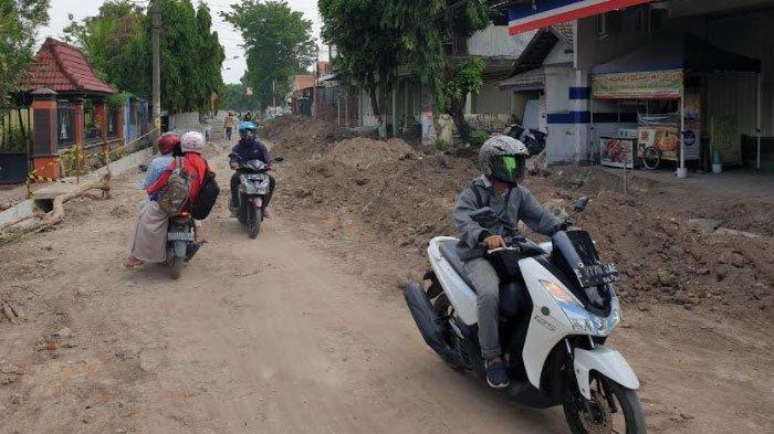 Bina Marga Tegur Kontraktor Terkait Gunungan Tanah di Proyek Drainase Jl Pegayon Kota Mojokerto