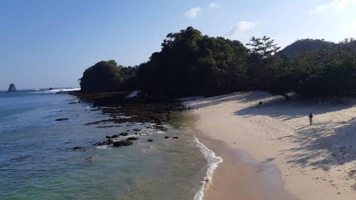 Harga Tiket Masuk Pantai Tiga Warna Malang dan Jam Operasionalnya, Pengunjung Wajib Reservasi Dahulu