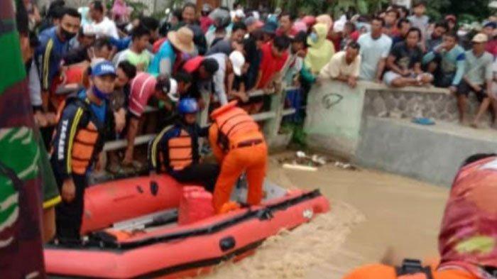 Petani di Tuban Hilang Terseret Banjir Saat Nyebrang Sungai, Sang Anak Selamat