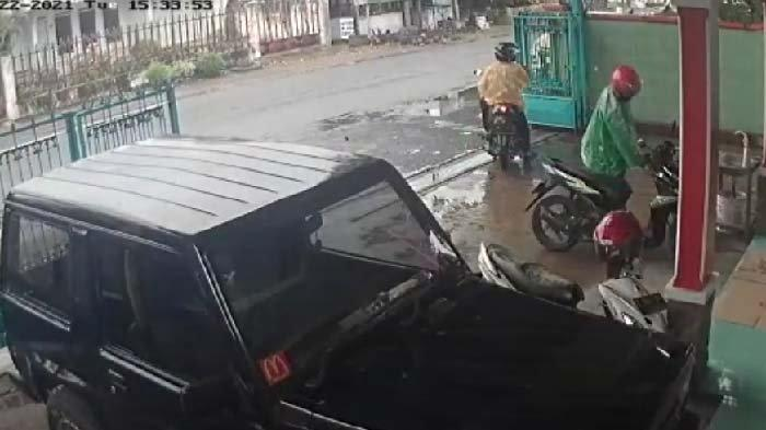 Kepergok Pegawai, Dua Maling di Bondowoso Gagal Curi Motor, Videonya Viral di Media Sosial
