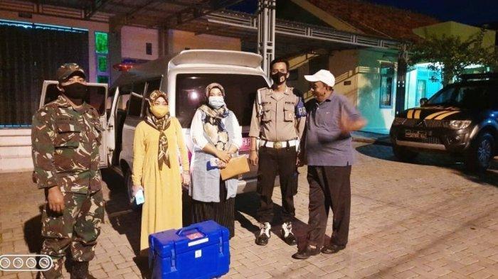 Polisi Kawal Distribusi Vaksin Covid-19 dari Dinkes Pamekasan Ke Puskesmas Waru-Tampojung Pregih