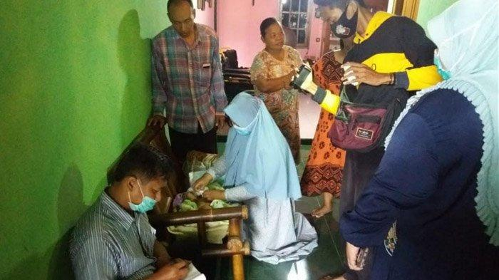 BREAKING NEWS: Hendak Nyalakan Lampu, Takmir Masjid Madiun Kaget Temukan Bayi, Ada Susu hingga Popok