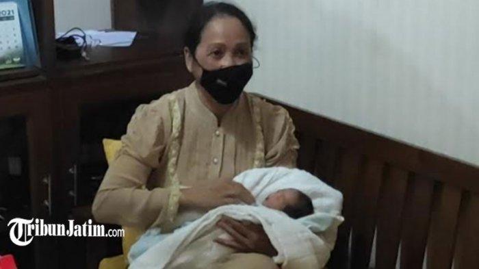 Dikira Kucing, Isi Kardus di Teras Rumah Warga Ponorogo Ternyata Bayi Perempuan Hidup Dibungkus Kaus