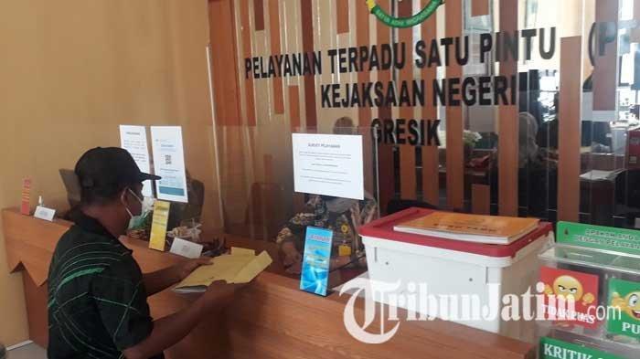 Diduga Potong Dana Penerima Bantuan Program PKH, Mantan Sekdes Dilaporkan Warga ke Kejari Gresik