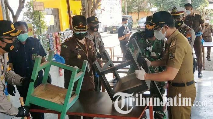 Bupati Trenggalek Pimpin Operasi Yustisi di Stadion Menak Sopal, Ingatkan Soal Aturan PPKM Darurat