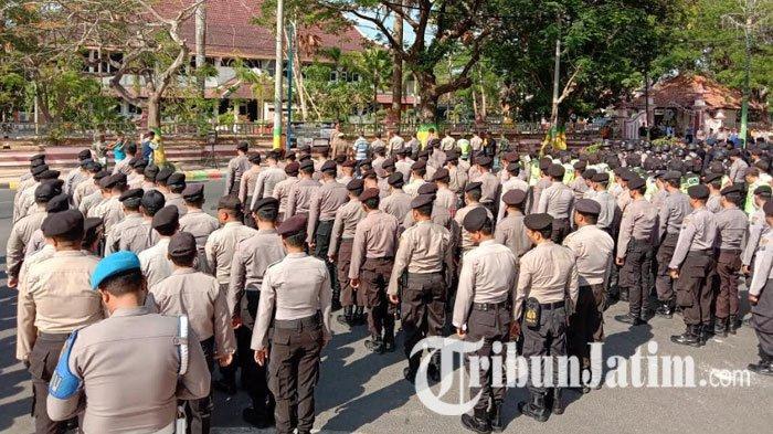 Ratusan Personel Gabungan Siap Amankan Demonstrasi di Depan Kantor DPRD Pamekasan