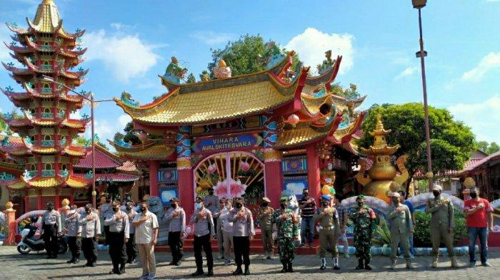 Vihara Avalokitesvara Pamekasan Dijaga Aparat, Pantau Pelaksanaan Ibadah Hari Raya Imlek 2021