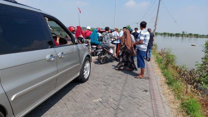 Jalan ke Pulau Mengare Gresik Sempit, Dua Mobil Berpapasan Tak Cukup, Warga Minta Segera Dilebarkan