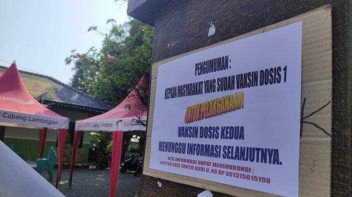 Pengumuman untuk warga yang seharusnya vaksin dosis 2 di Koramil Kota Lamongan, Senin (2/8/2021).