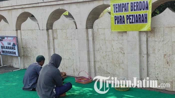 Pedagang Membuat Tempat Berdoa di City Walk Kawasan Makam Bung Karno Kota Blitar