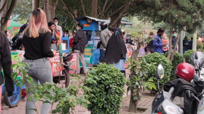 Pengunjung dan Pedagang Takjil Alun-alun RBA Ki Ronggo Bondowoso Wajib Terapkan Prokes
