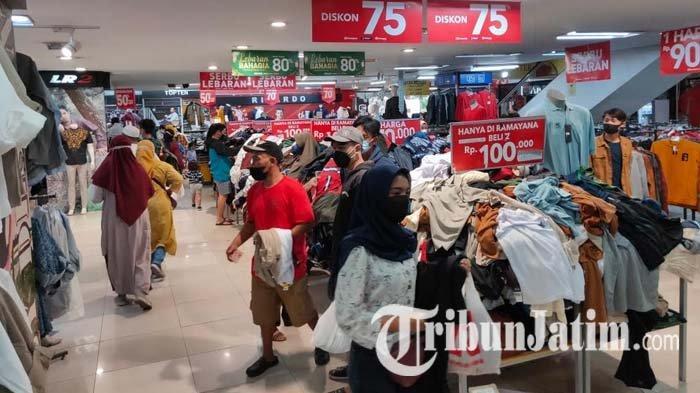 Jelang Lebaran 2021, Satpol PP Kota Malang Halau Kerumunan Masyarakat di Tempat Perbelanjaan
