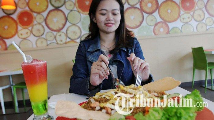 Cicipi Nasi Goreng Ambyar Porsi Jumbo di Zest Hotel Surabaya, Pedas dan Gurihnya Menyatu di Lidah