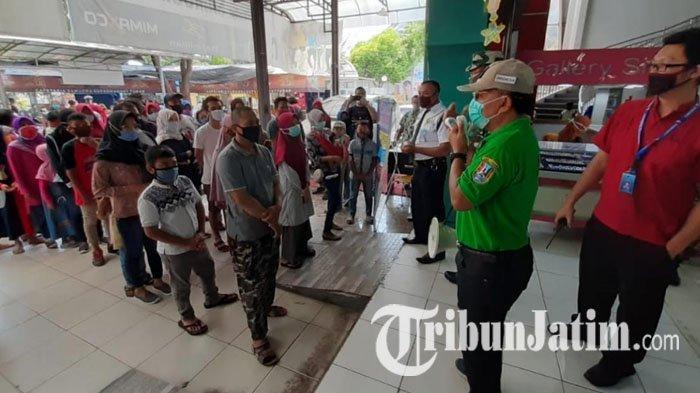 Tiga Tempat Perbelanjaan Tuban Ramai Diserbu Warga Jelang Lebaran, Satpol PP Tertibkan Pengunjung