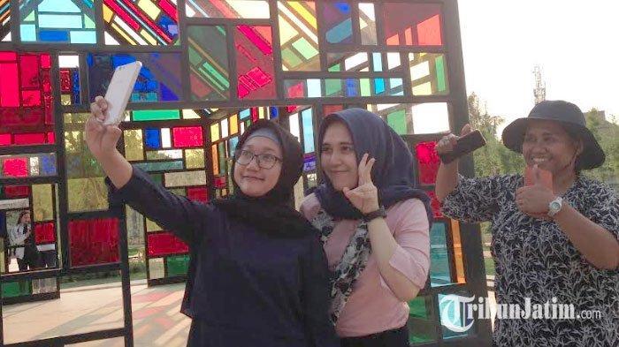 Taman Mozaik Si 'Taman Nyentrik' Penuh Warna Jadi Spot Foto, Belum Dibuka Sudah Diserbu Pengunjung