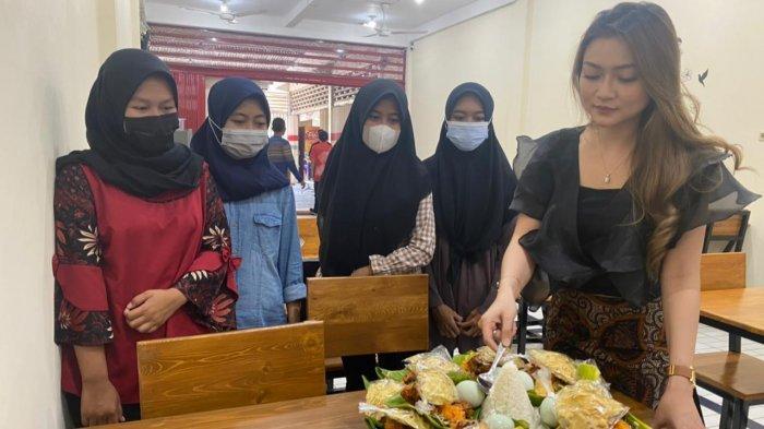 Kembangkan Usaha ditengah Pandemi, Pengusaha Cantik Asal Surabaya ini Buka Mie99 di Mojokerto