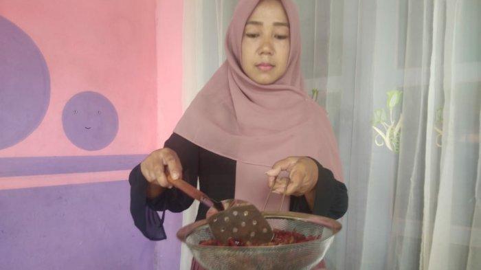 Cerita Pengusaha Kuliner Belalang Sambelan dari Dawarblandong Mojokerto