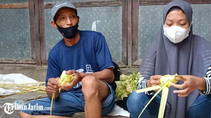 Banjir Pesanan Janur Ketupat di Pasar Gurah Kediri, Penjual Bisa Dapat Rp 1 Juta dalam Sehari
