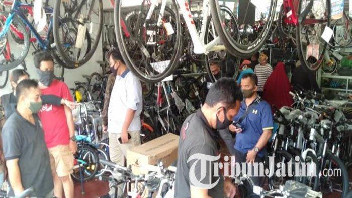 Penjualan Sepeda di Surabaya Meningkat Drastis, Pembeli Ungkap Alasannya: Takut Corona?