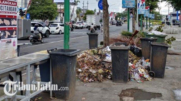 Sampah Menumpuk di 'Wajah' Kota Jember, Imbas Sopir dan Truk DLH Pemkab Mogok Beroperasi