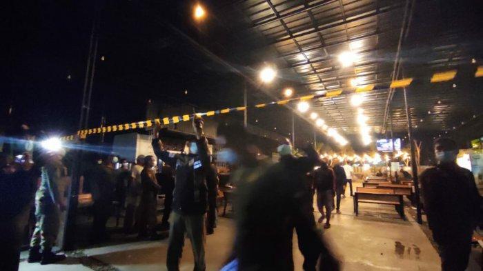 Satpol PP Segel Kafe Mojopahit Kopi di Kota Mojokerto yang Bandel Melanggar Aturan