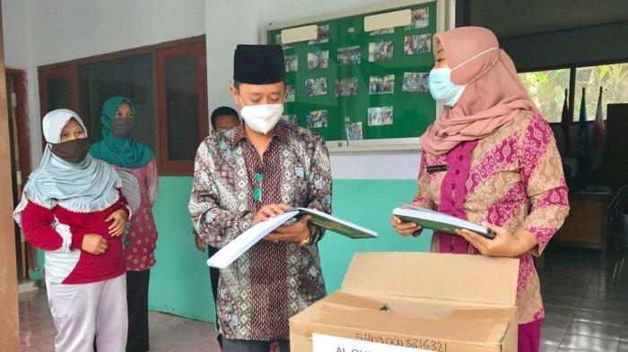 Bantuan Al Quran Braille Untuk Penyandang Tuna Netra Kota Kediri