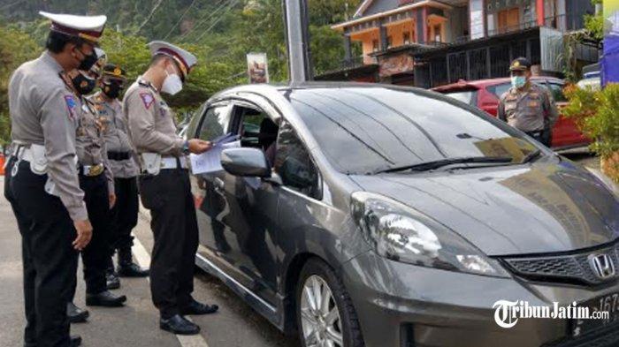 Puluhan Kendaraan Putar Balik di Pos Penyekatan Trenggalek, 1 Travel Gelap dari Surabaya Diamankan