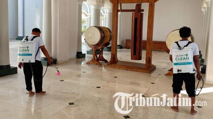 Terapkan Protokol Kesehatan, PT Victoria Care Indonesia Semprot Disinfektan Masjid Agung Quba Madiun