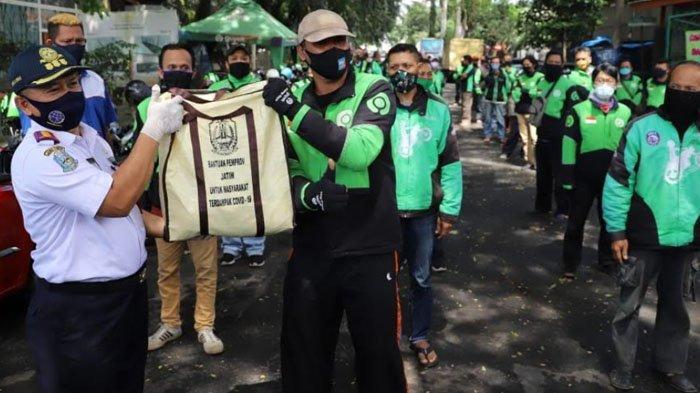 Dishub Jatim Tuntaskan Pembagian 500 Paket Sembako dari Gubernur Khofifah untuk Ojol di Malang