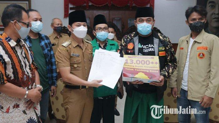 Temui Bupati Mas Ipin, Aliansi Rakyat Trenggalek Serahkan Hasil Petisi Dukungan Menolak Tambang Emas