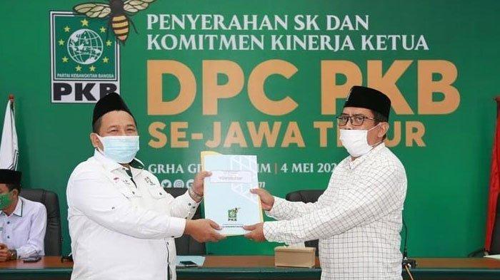 Serahkan SK Kepengurusan DPC Hasil Muscab Serentak, PKB Jatim Gaspol Upaya Pemenangan 2024