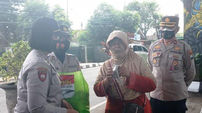Gandeng Forkopimcam Blimbing, Polresta Malang Kota Salurkan Bantuan Sosial ke Warga