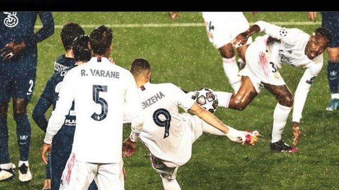 Penyerang Real Madrid, Karim Benzema, mencetak gol penyama kedudukan dengan tembakan voli kaki kana dalam laga kontra Chelsea di semifinal Liga Champions