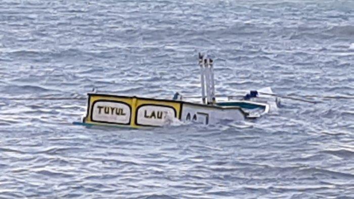 Perahu Kayu Tanpa Nelayan Ditemukan Terombang Ambing di Laut Kecamatan Talango Sumenep